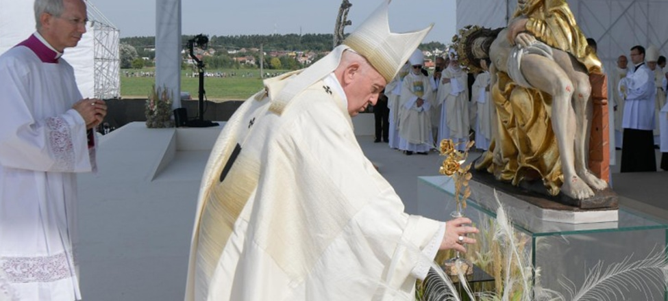 """""""The Center of the Church? It's not the Church!"""": Pope Francis in Budapest and Slovakia"""